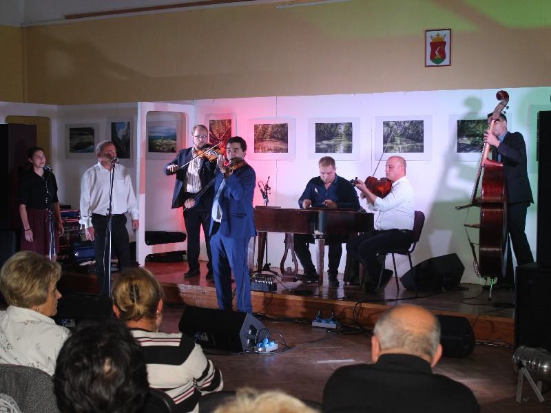 a2e6219af7 A Bakator Zenekar lépett színpadra a Mezőkövesdi Fonó Klub rendezvényén  október 19-én a Közösségi Házban. Immár 7. alkalommal rendezték meg az  összejövetelt ...