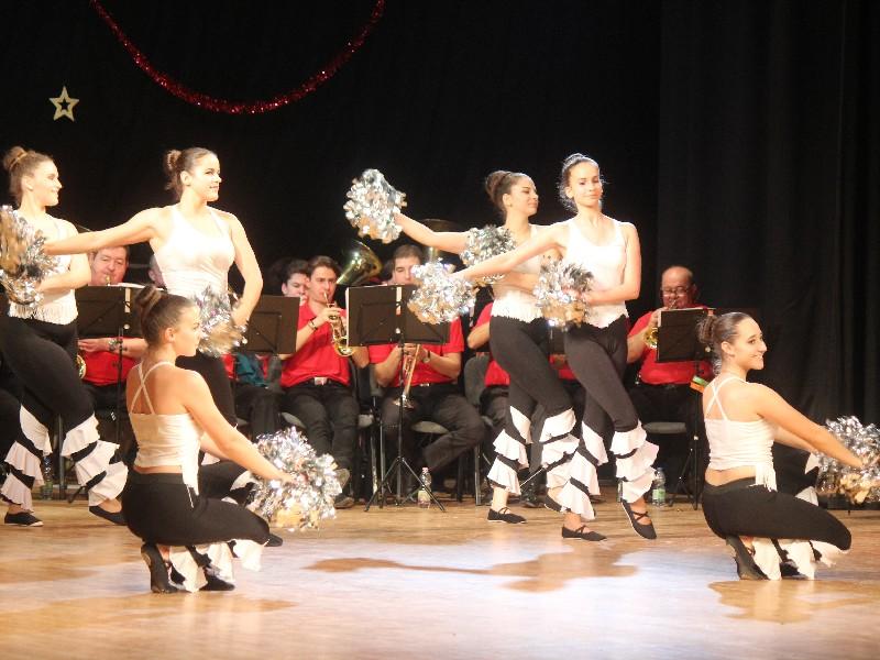 ... koreográfiákkal örvendeztették meg a közönséget Mezőkövesd Város  Fúvószenekarának részvételével. A december 8-ai gálán a kisebbek is  szerepet kaptak 44ba9478ba